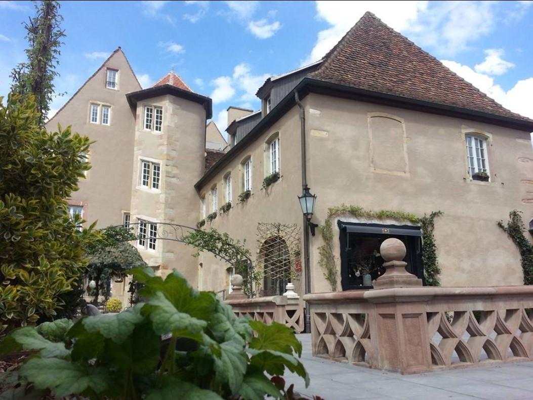 Auberge La Couronne - outside back